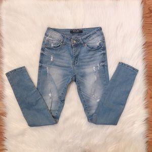 Distressed medium wash denim skinny jeans 👖